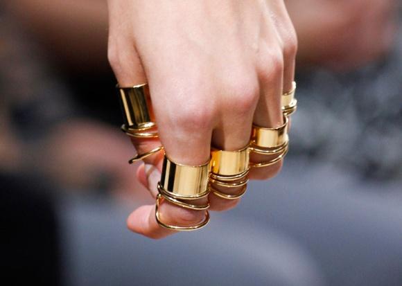 la-modella-mafia-Balenciaga-Spring-2013-gold-rings-2